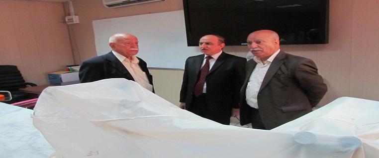 رئيس الجامعة يزور كلية الطب
