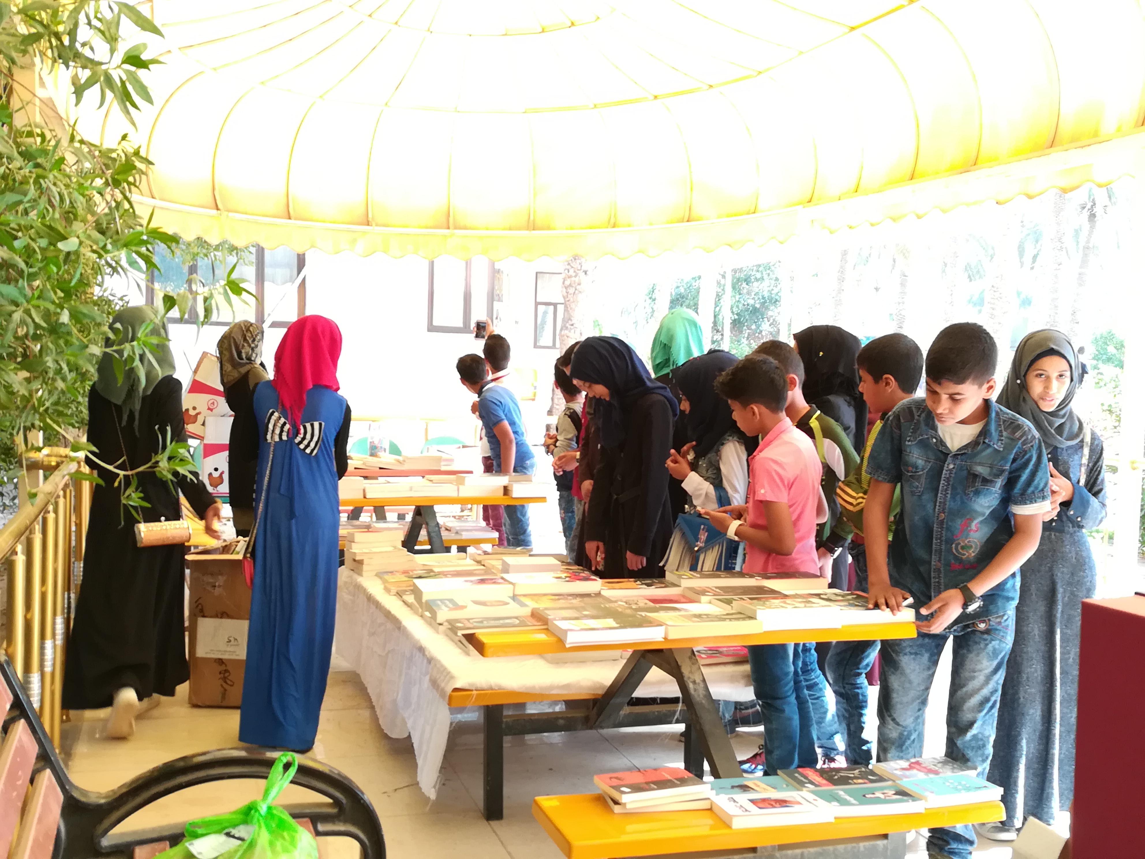 معرض الكتاب و الاعمال اليدوي